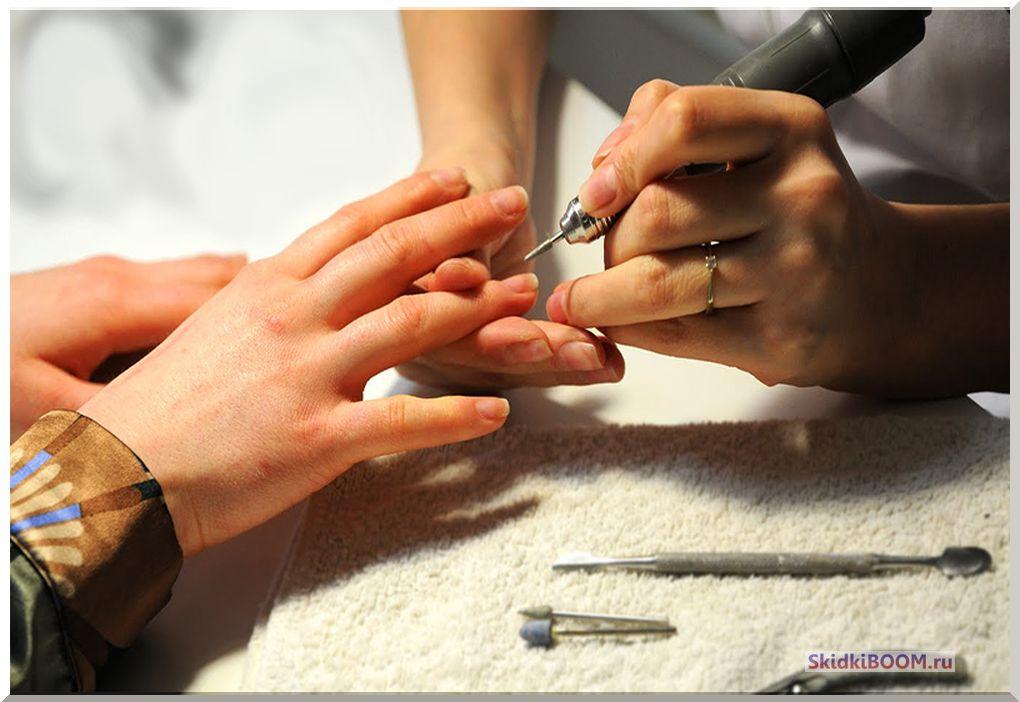Как делают аппаратный маникюр в салоне
