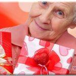 Что можно подарить бабушке на новый год