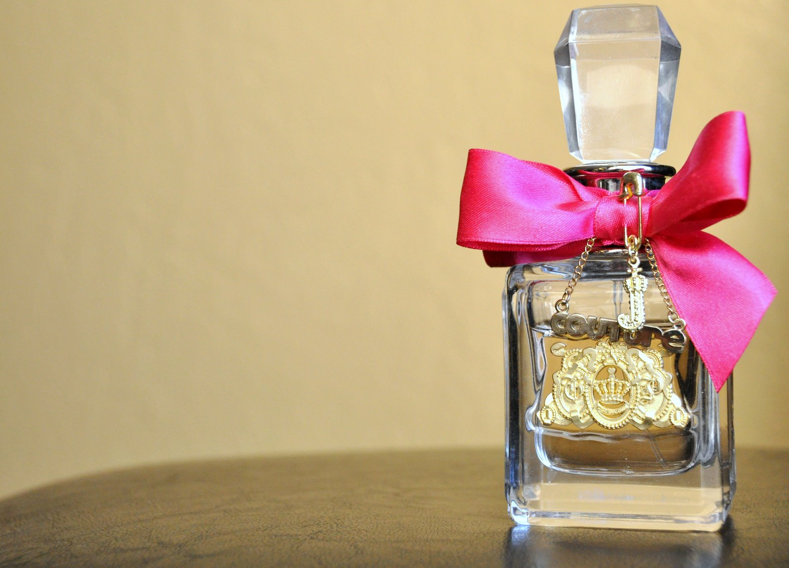 Поздравление на подарок парфюм женщине
