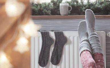 Почему мерзнут ноги в тепле и что делать?