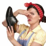 Как избавиться от неприятного запах в обуви?