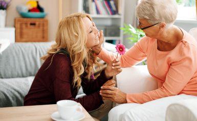 Что подарить на 8 марта бабушке?
